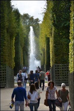 Schnurgerade und am Ende ein Springbrunnen - unterwegs in der Boskette