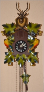 Die Kuckucksuhr zeigt immer die richtige Zeit an, auch wenn sie nicht ganz genau geht.