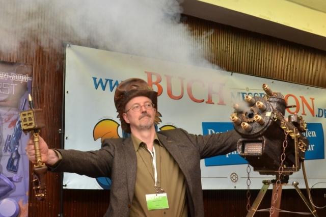 Steampunk Jürgen Lautner lässt mal Dampf ab.