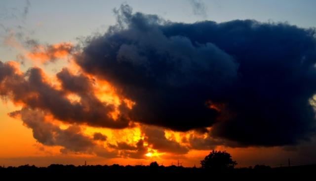 Sonnenuntergang im Overledinger Land (von der B 70 nördlich von Folmhusen)