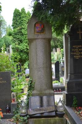 Der Grabstein Karel Capek